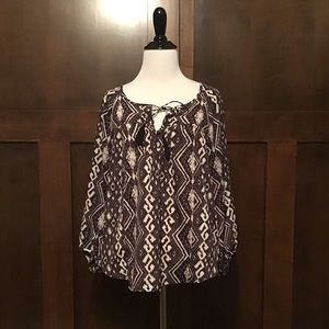 American Eagle Black & White Blouse Medium